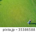 ゴルフをする女性 35386588