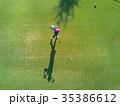 ゴルフをする女性 35386612