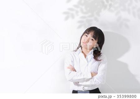 ビジネス女性 悩む 35399800
