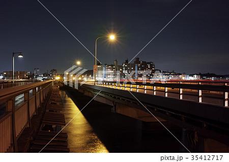 江の島弁天橋から撮った江の島大橋と片瀬海岸方向の夜景 35412717