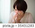 鼻をかむミドル女性 花粉症 風邪 35431283