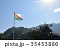 インド シムラーの美しい街並みと青空とインド国旗 35453886