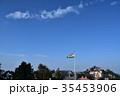 インド シムラーの美しい街並みと青空とインド国旗 35453906