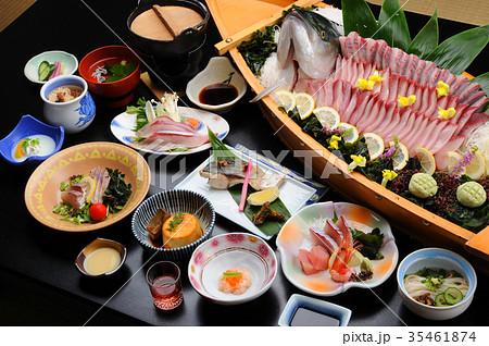 温泉宿の食事 ぶりの活け造り 舟盛り 35461874