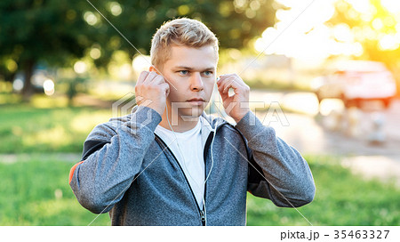Athlete in the hands of headphones, concentration 35463327