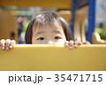 公園で遊ぶ女の子 35471715