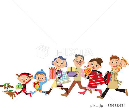 買い物をする三世代家族 35488434