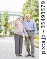 シニア 散歩 夫婦の写真 35493579