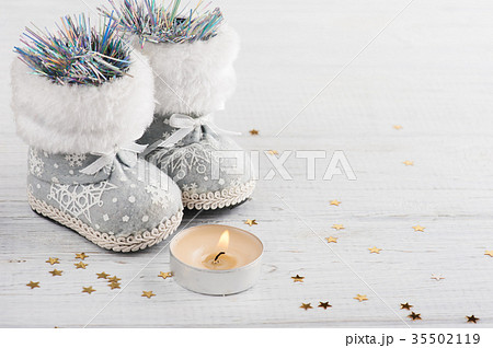Christmas decor with lit candle and golden starsの写真素材 [35502119] - PIXTA