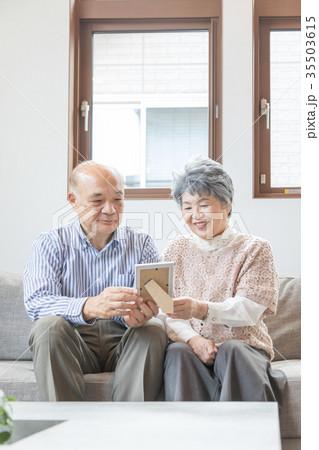 シニア 夫婦 オシドリ夫婦 写真立て 思い出  35503615