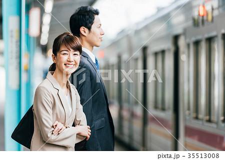 電車 移動 ビジネス 男女 撮影協力・京王電鉄株式会社 35513008