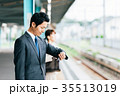 電車 移動 ビジネス 男性 撮影協力・京王電鉄株式会社 35513019
