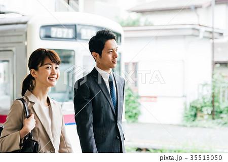 電車 移動 ビジネス 男女 撮影協力・京王電鉄株式会社 35513050