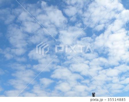 秋の稲毛海浜公園の青空と白い雲 35514885