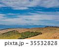 秋の長野 ビーナスラインを走る自動車 遠望 35532828