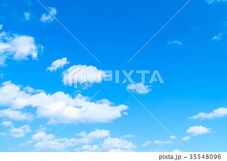 雲 積雲 青い空 白い雲 秋の空 冬の空 背景用素材 クラウド 青空 合成用背景 35548096