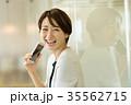 ビジネスウーマン スマートフォン ミドルの写真 35562715