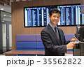 ビジネスマン 空港 オフィス ビジネス イメージ 35562822