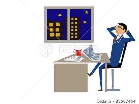 残業するサラリーマン。会社員。デスクワーク。ノートパソコン。 35567454