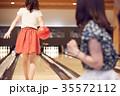 人物 女性 ボーリングの写真 35572112