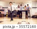 ビジネスマン ビジネスウーマン ボウリングの写真 35572160