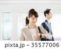 ビジネス 女性 電車 撮影協力・京王電鉄株式会社 35577006