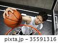 バスケをする男性 35591316