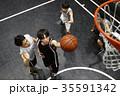 バスケをする男性 シュート 35591342