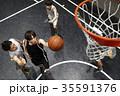 バスケをする男性 シュート 35591376