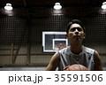 バスケをする男性 35591506