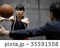 バスケの指導を受ける女性 35591508