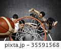 バスケをする男性 ゴール下 35591568