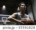 バスケをする男性 シュート 35591628