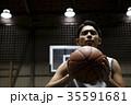 バスケをする男性 シュート 35591681