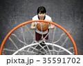 バスケをする女性 シュート 35591702