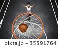 バスケをする女性 シュート 35591764