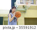 バスケをする女性 シュート 35591912