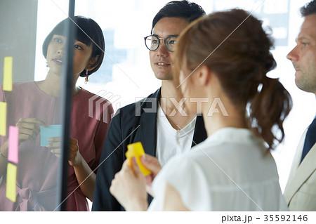 ビジネス 外国人と日本人 35592146