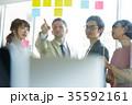 日本人 外国人 オフィスの写真 35592161