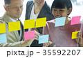 日本人 外国人 ビジネスマンの写真 35592207
