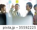 日本人 外国人 ビジネスマンの写真 35592225