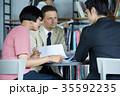 日本人 外国人 ビジネスマンの写真 35592235