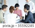 日本人 外国人 ビジネスマンの写真 35592285