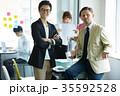 日本人 外国人 オフィスの写真 35592528