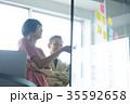 日本人 外国人 ビジネスマンの写真 35592658