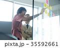 日本人 外国人 ビジネスマンの写真 35592661