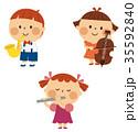 演奏する子供 35592840