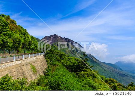 新緑の雲仙 平成新山の眺め 35621240