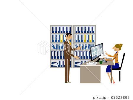 オフィスの男女。デスクトップパソコン。ビジネスシーン。 35622892