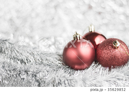 Red Christmas balls on shiny backgroundの写真素材 [35629852] - PIXTA